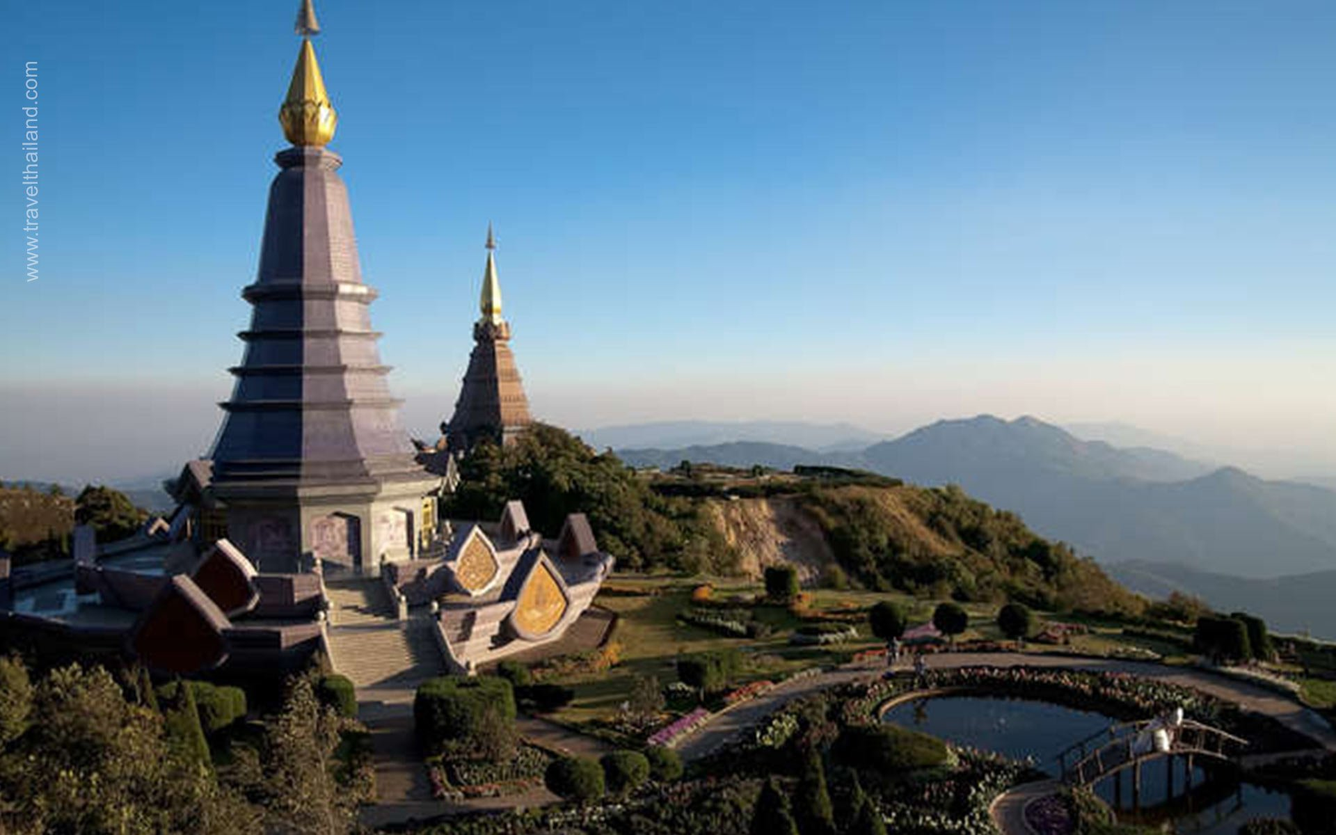 """The Roof of Thailand – """"All in one"""" destination in Golden Pagoda Land"""